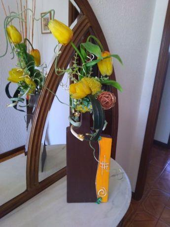 Conjunto Decorativo(Jarra com Arranjo Floral + Bolas)