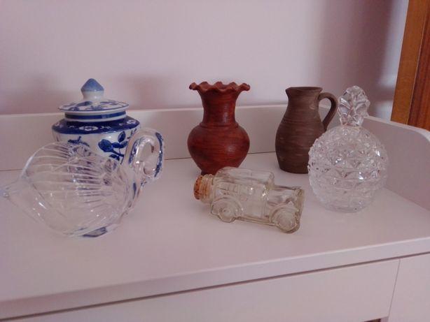 Vários objetos decorativos