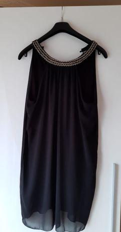 Sukienka z dekoldem sprężynek