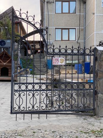 Ковані Ворота Б/у не дорого  400$ ширина 4м висота 1,80-2мз хвірткою