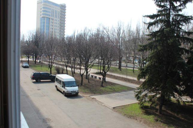 Придам ХОЗЯИН 3-к.кв. Шахтёрская пл. ул.Артёма 70м2 (2/9эт)