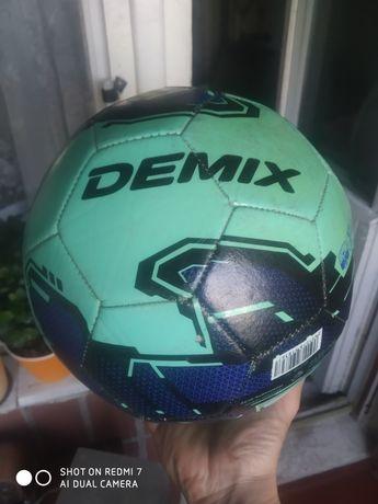 Мяч Футбольный.Почти новый