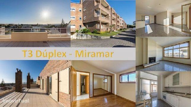 T3 Dúplex Miramar - Cond. Fechado - Suite . Garagem - 2m da Praia