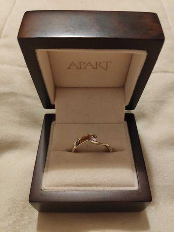 Pierścionek zaręczynowy firmy Apart