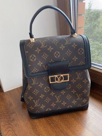 Рюкзак в стиле известного бренда