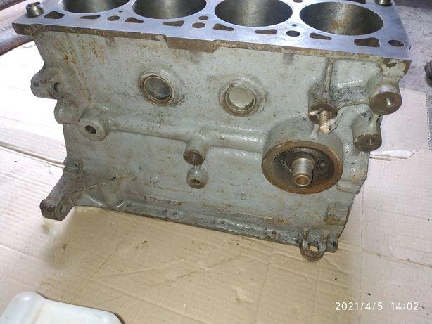 Блок цилиндров двигателя таврия славута 1.3. Завод.