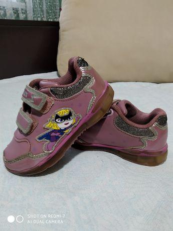 Детские кроссовки Geox на девочку,кожаные