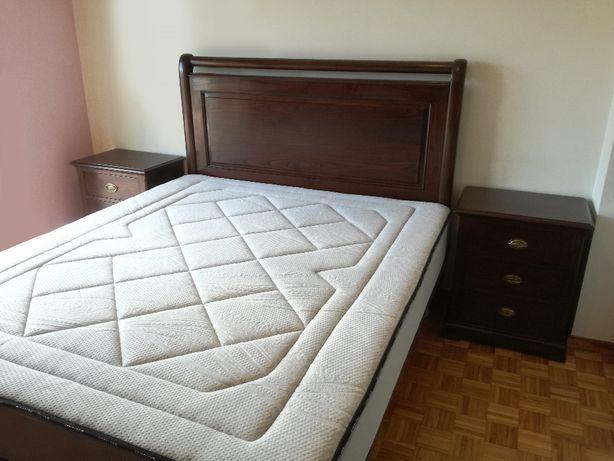Mobília de Quarto de Casal em Castanho maciço (estilo Clássico)