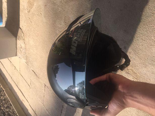 Kask motocyklowy firmy Molan