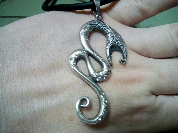 Серебряный кулон змея .