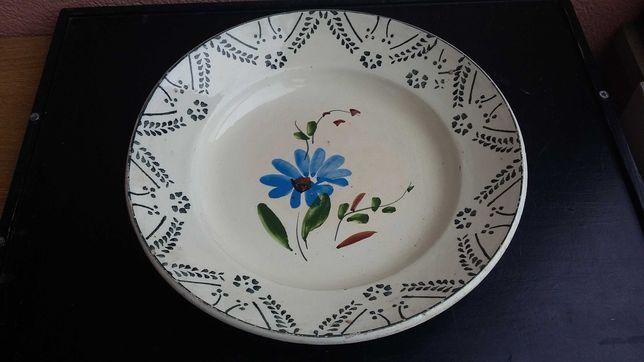 Prato grande em faiança portuguesa motivo floral pintada a mão