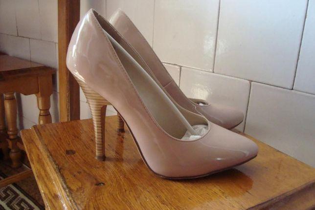 Бежевые туфли-лодочки T.Taccardi