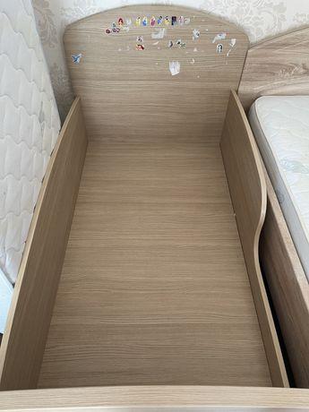 Кровать детская 140*80, ДСП, МДФ с матрасом и одеялом