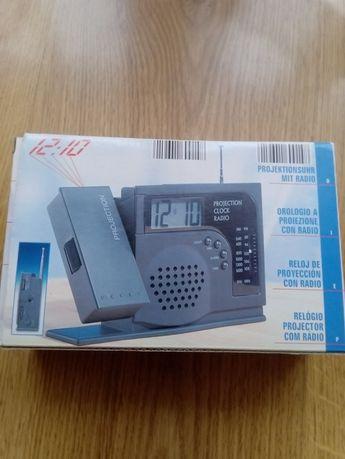 Radio budzik z projektorem