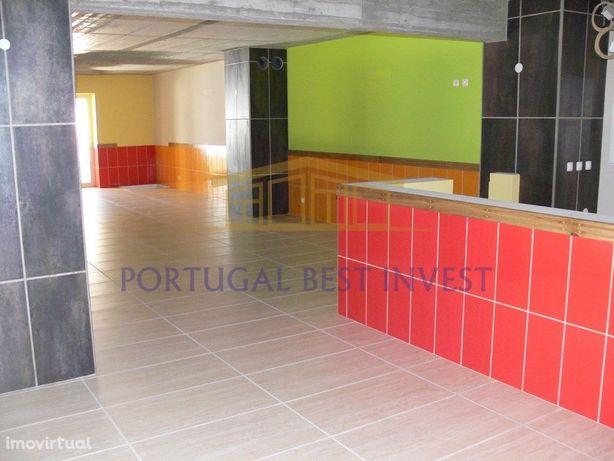 Restaurante em Ferragudo com 2 pisos ,situado no centro d...