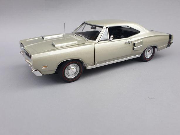 Dodge coronet r/t auto world model w skali 1:18
