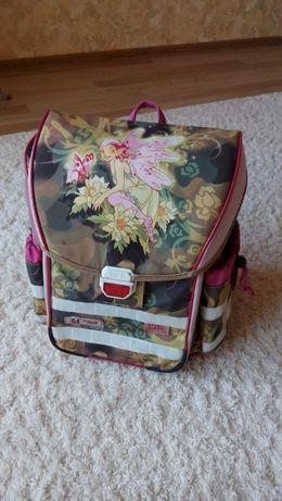 Школьный фирменный ортопедический рюкзак в хорошем состоянии