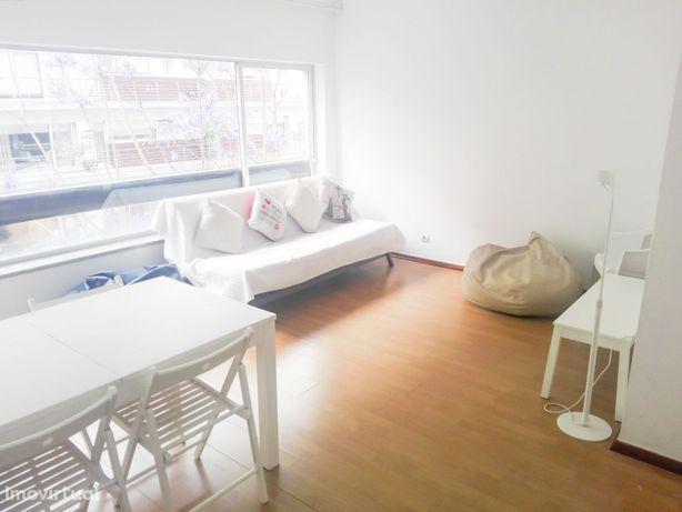 Apartamento T2 em Coimbra (R. Gen. Humb. Delgado)