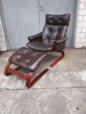 Skórzany fotel z podnóżkiem Kengu Elsa&Nordahl Solheim Rybo Rykken