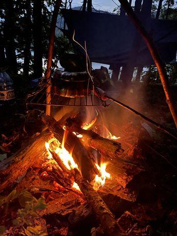 Wczasy, nocleg w lesie, biwak, bushcraft