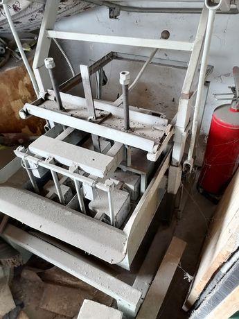 Станок для виготовлення бетонних та шлакоблоків