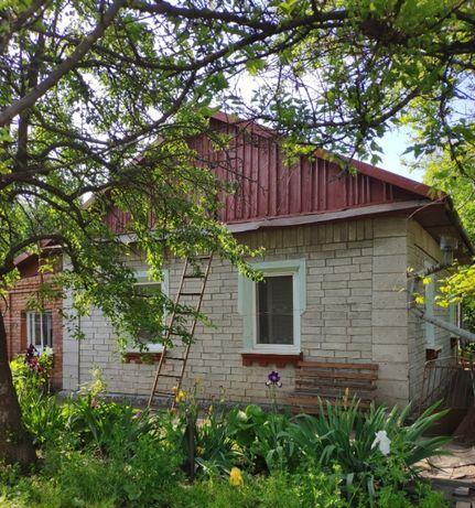 Продам будинок з гарною ділянкою недалеко від центру міста