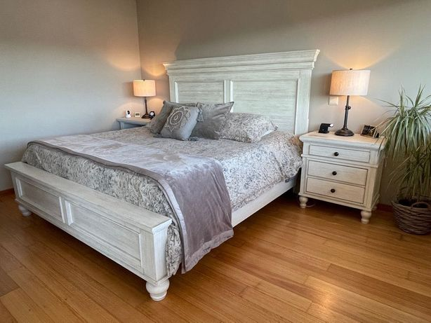 Conjunto quarto de casal King Americano, cama, colchão, mesas