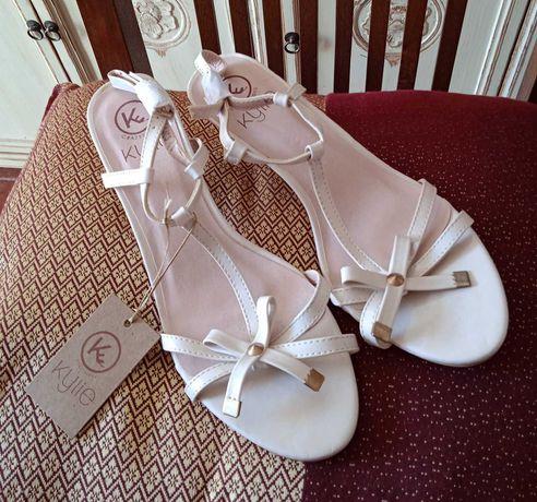 Lindas sandálias tamanho 41