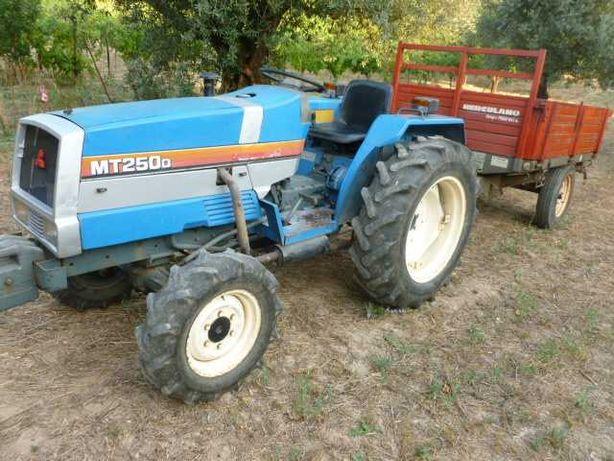 Tractor Mitsubishi com matricula 25 cv 4x4 com alfaias e o reboque