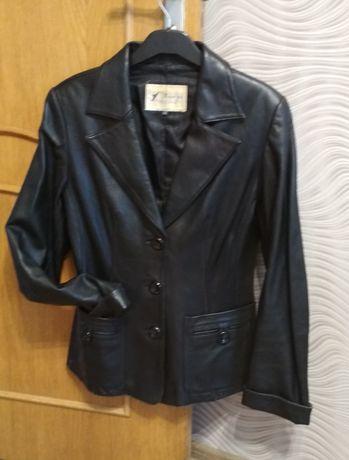Кожаный пиджак для девушки, размер M рост 158-167