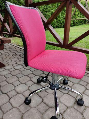 Krzesło biurowe dla dziewczynki.