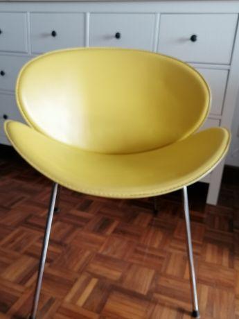 2 Cadeiras amarelas