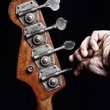 Poszukiwany basista do zespołu rockowego