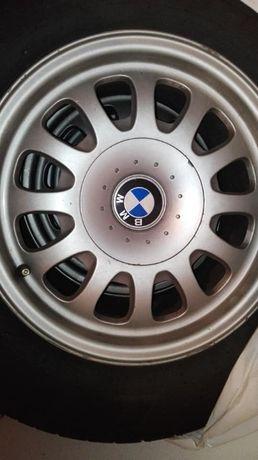 4 Pneus 225/60/R15 + 4 jantes originais BMW