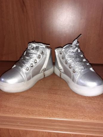 Ботинки кроссовки светящаяся подошва