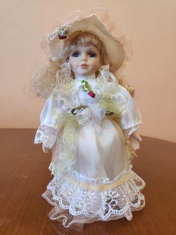 Фарфоровая кукла 25 см