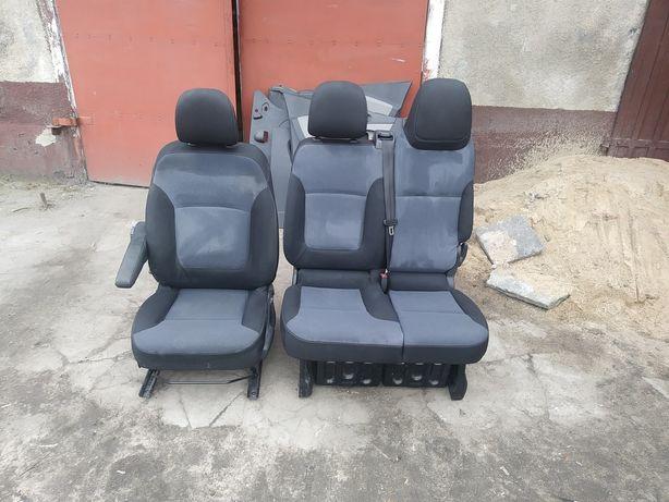 Opel vivaro komplet foteli przód
