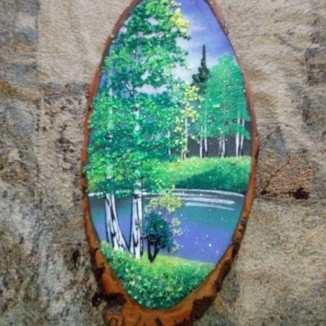 картины из камня на срезе дерева
