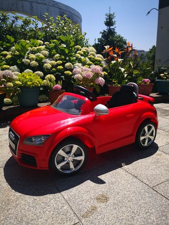 Carro elétrico Audi de criança