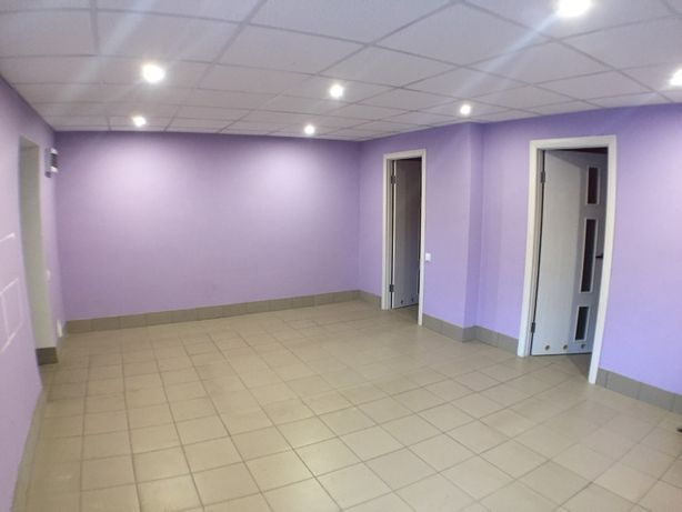 Продается фасадное коммерческое помещение с ремонтом в Ирпене.