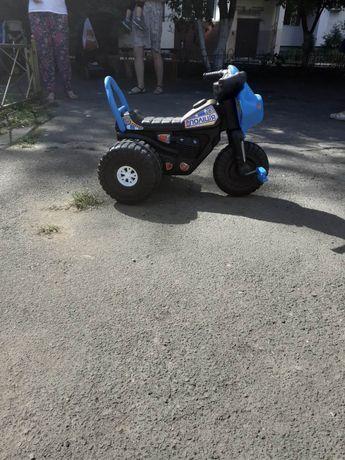 Детский мотоцикл с педальками