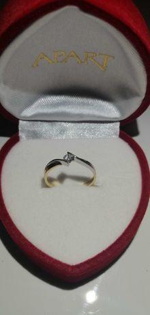 Złoty pierścionek z brylantem r12