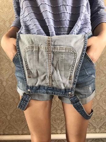 Джинсовые шорты-комбинезон