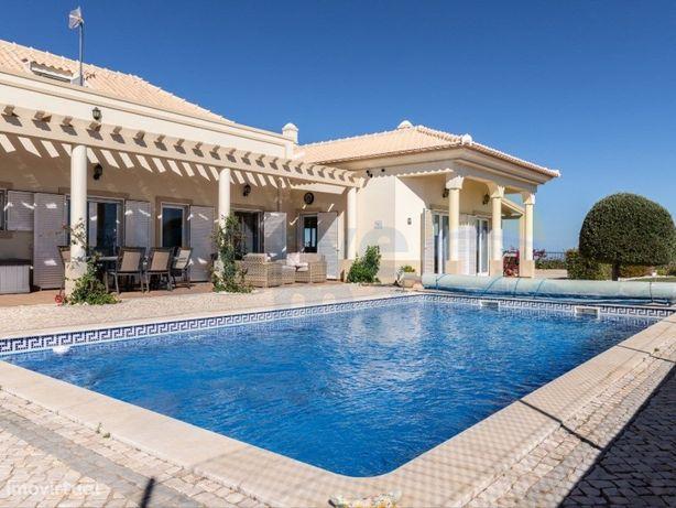 Deslumbrante e luxuosa moradia T4 com piscina privada e v...