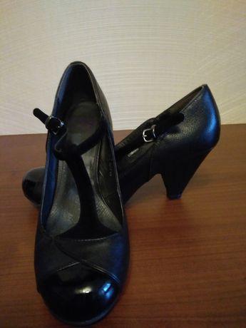 Красивые кожаные туфли с ремешками footglove (m&s ).