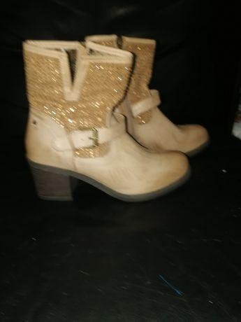 Продам новые ботиночки на весну осень