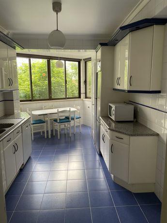 Cozinha branca usada