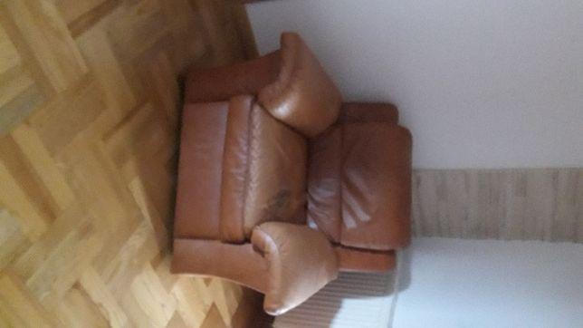 Fotel kolor brązowy do regeneracji