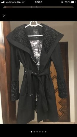 Черное пальто Guess