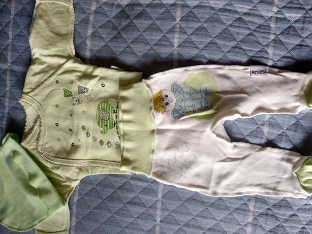 Комплекты на новорожденного:чепчики,царапки,распашонки, ползунки, песо